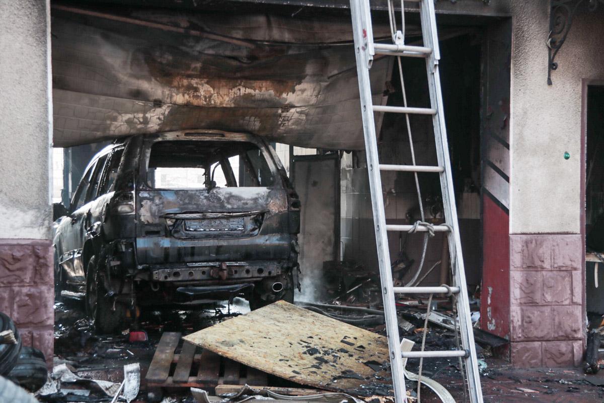 Во время ремонта загорелся автомобиль Toyota