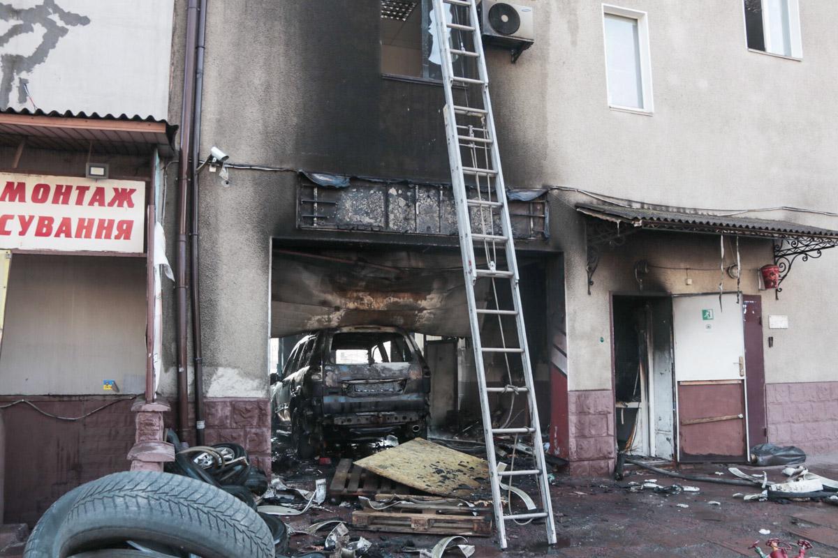 В воскресенье, 3 марта, в Подольском районе Киева по адресу улица Новомостицкая, 25 произошел пожар на СТО