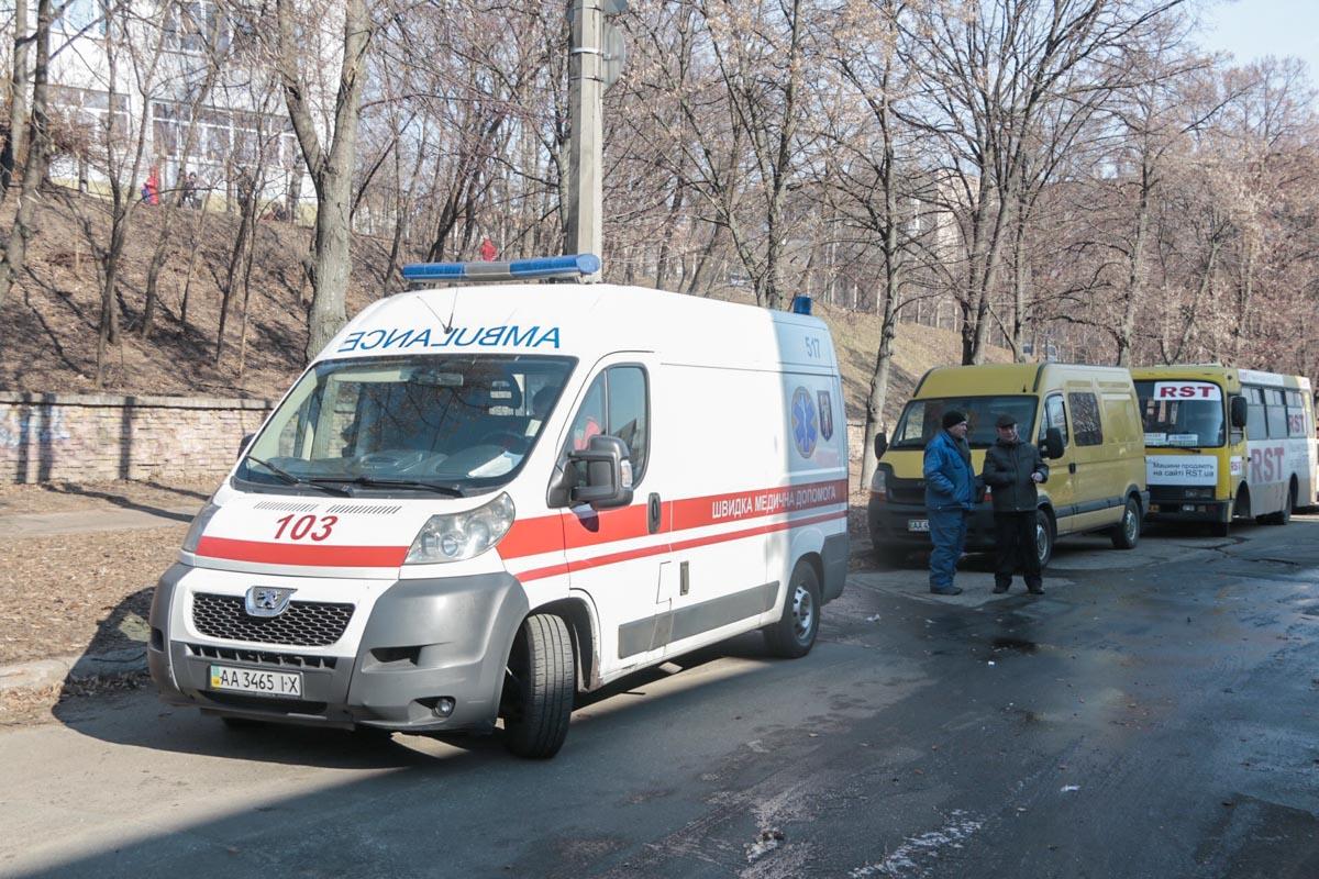 На месте происшествия работали 2 наряда полиции, 2 единицы пожарной техники и карета скорой помощи