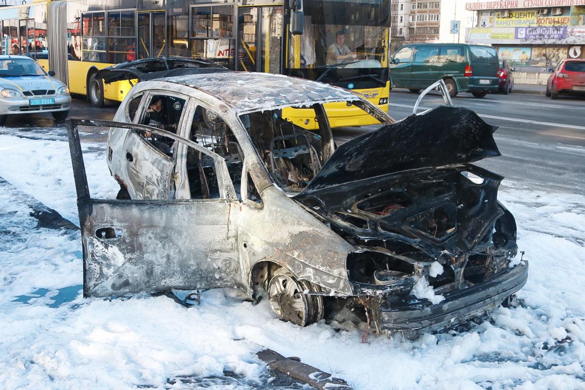 В субботу, 2 марта, в Деснянском районе Киева загорелся Chevrolet Rezzo