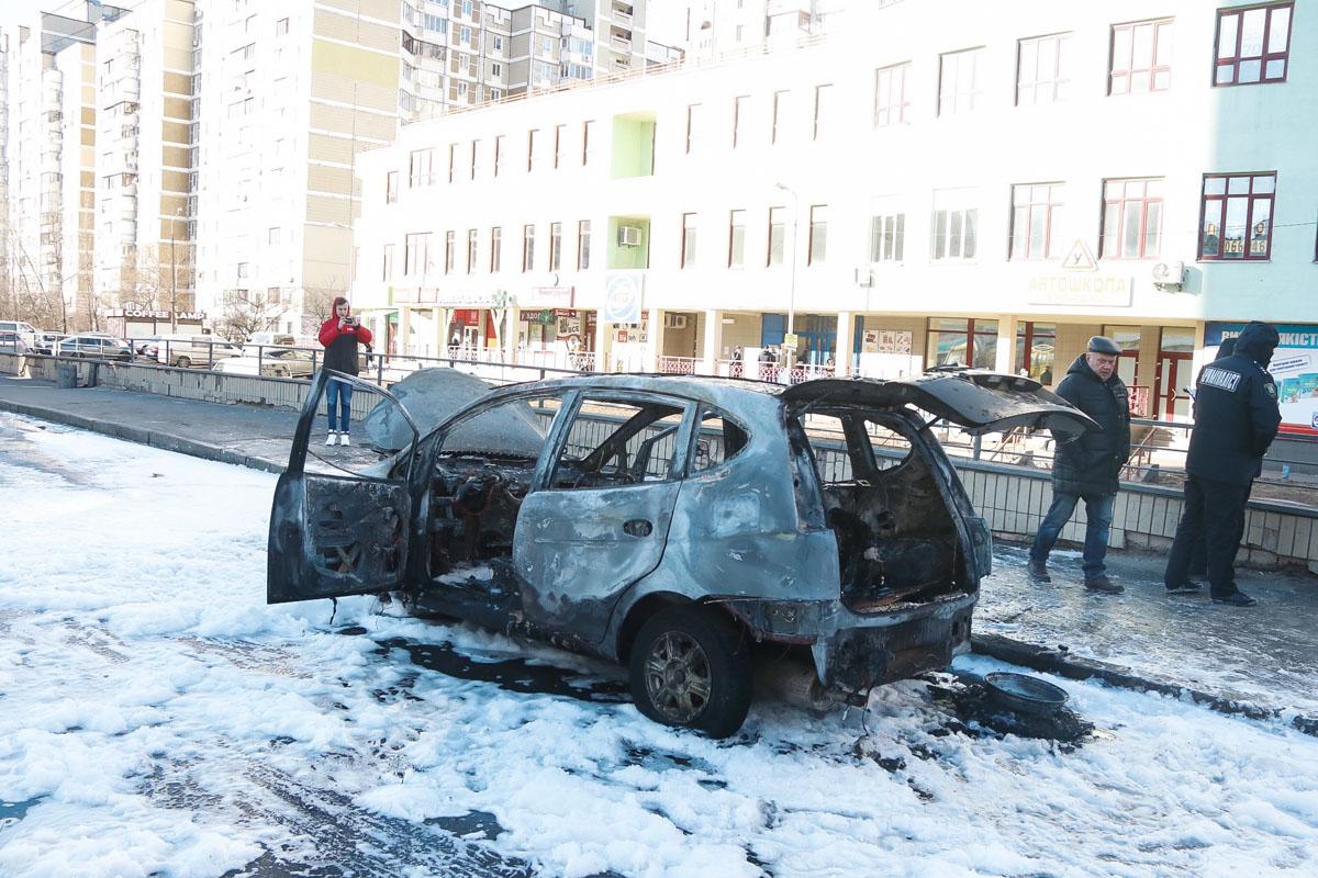 К счастью, в происшествии никто не пострадал, автомобиль сгорел буквально дотла
