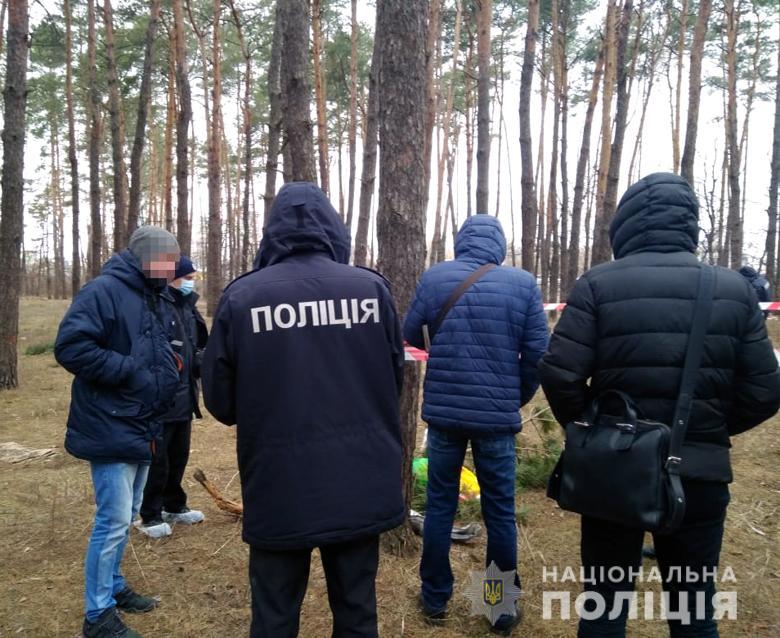 Женщина убила свою новорожденную дочь, положила тело в пакет и выбросила ребенка в лесополосе рядом с улицей Староборисполськой