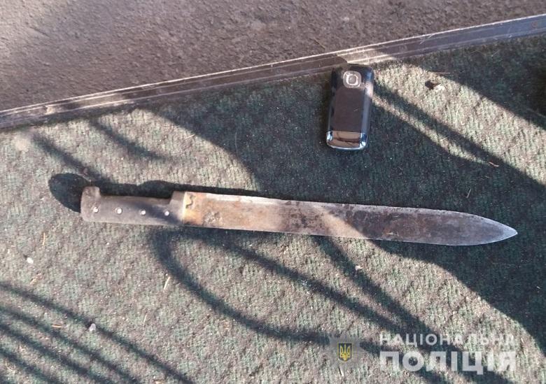 В Киеве мужчина с мачете бросался на прохожих
