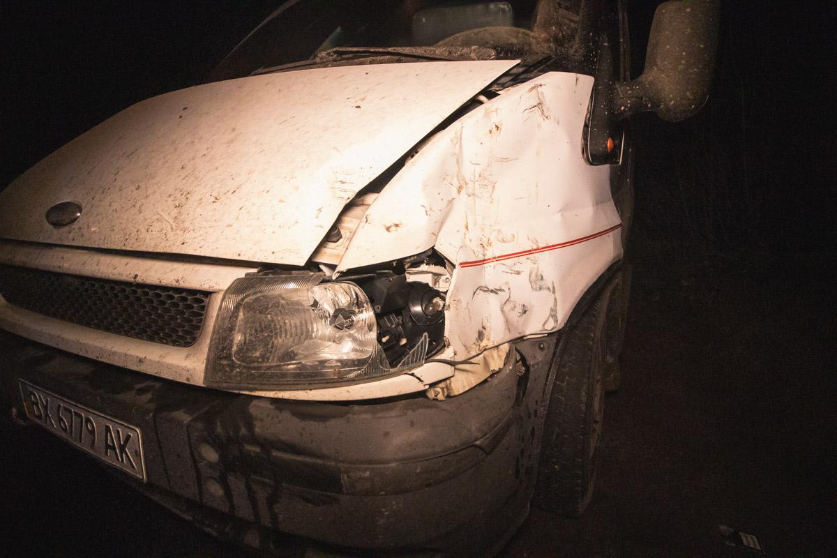 У Transit повреждения оказались незначительными, погнулся передний бампер