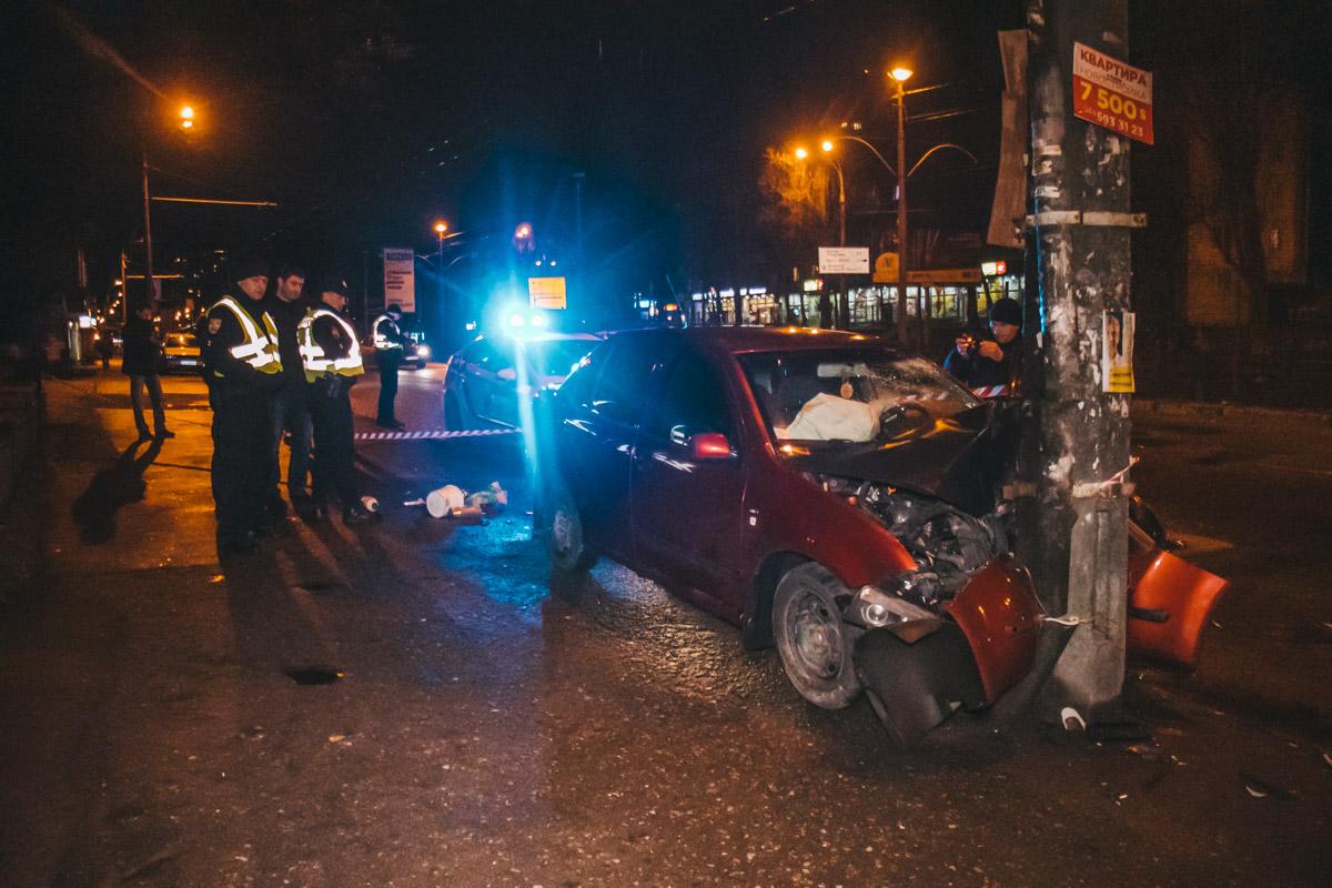 По словам очевидцев, Skoda, превышая скорость, пыталась перестроиться с крайней левой полосы в среднюю и врезалась в Daewoo