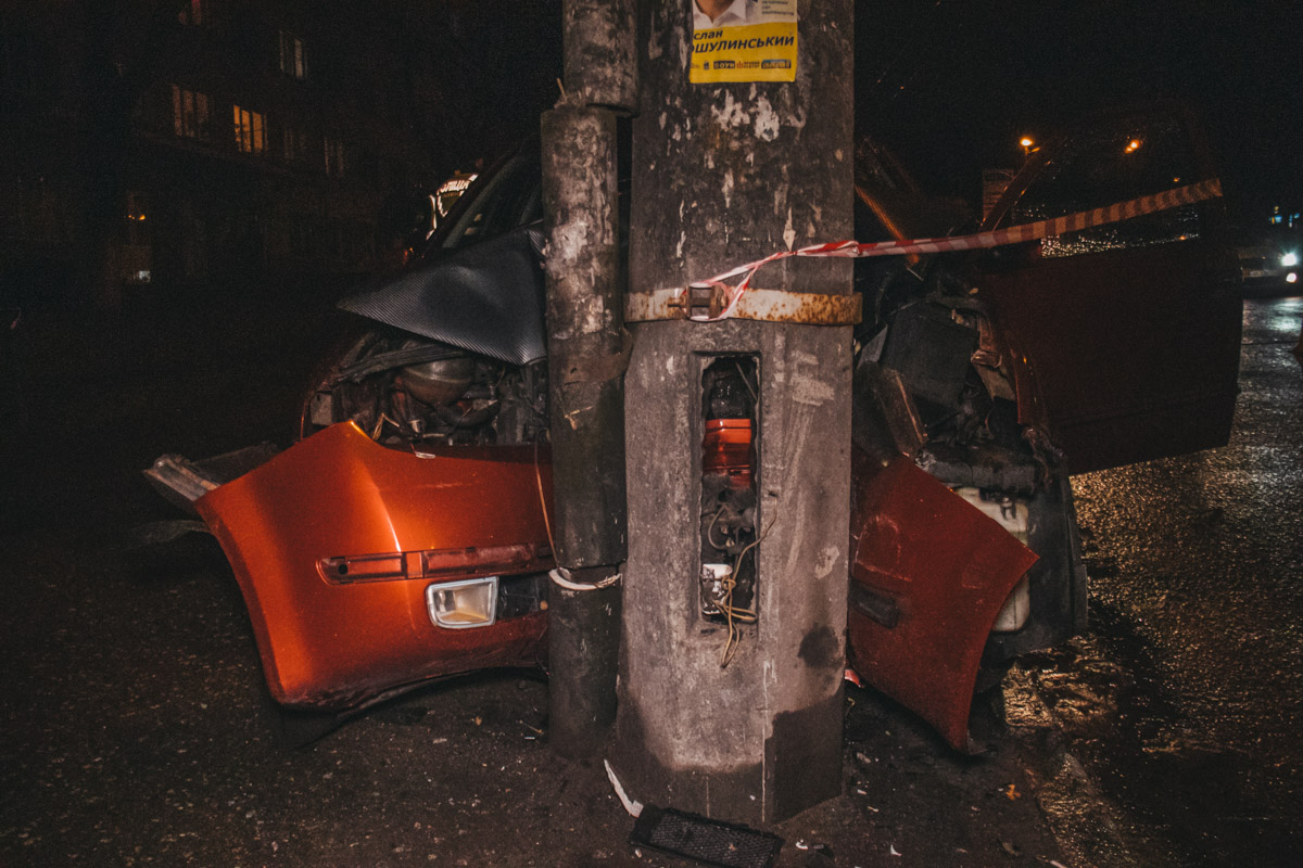 Авария случилась около 00:00