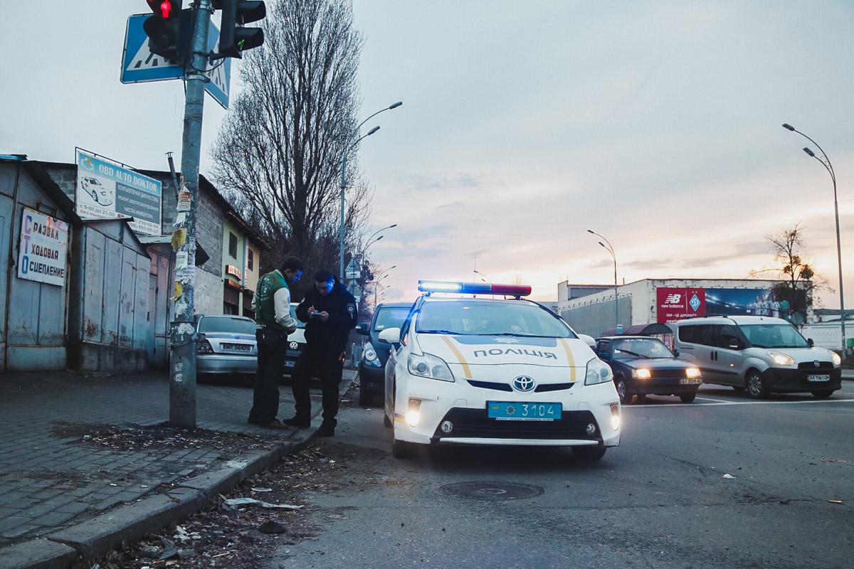 На месте происшествия работал наряд полиции, следственно-оперативная группа и медики