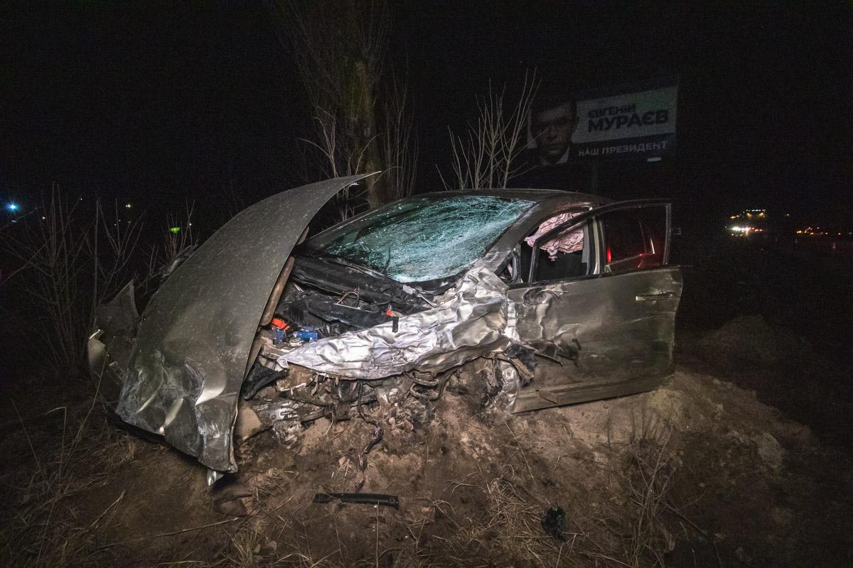 Внезапно авто вылетело на встречную полосу, врезалось в Honda и задело Ford