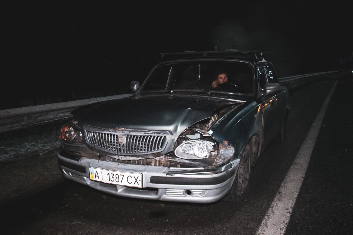 Прибывшие на место происшествия полицейские оцепили трассу и не пропускали машины едущие по Бориспольской трассе в сторону Киева