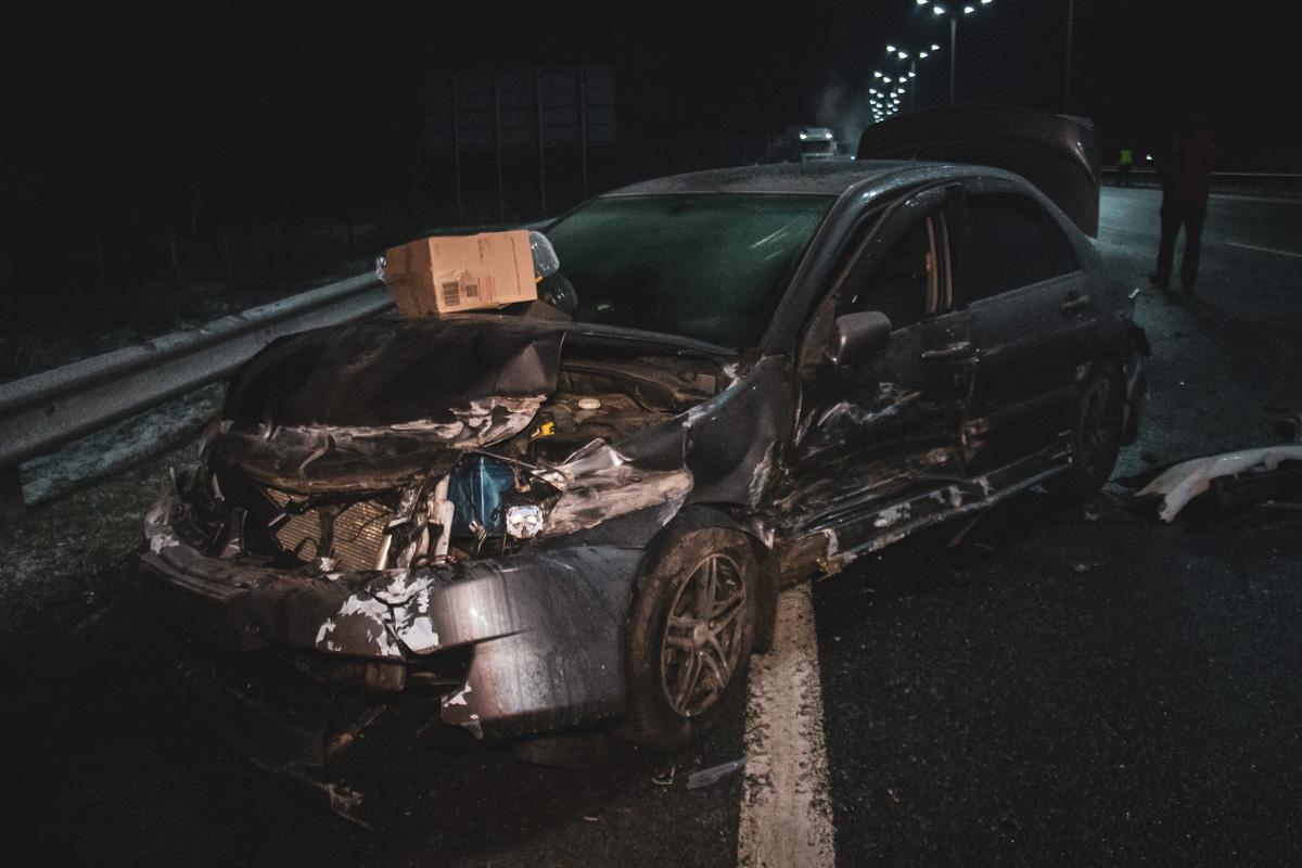 Несколько автомобилей улетели в отбойник
