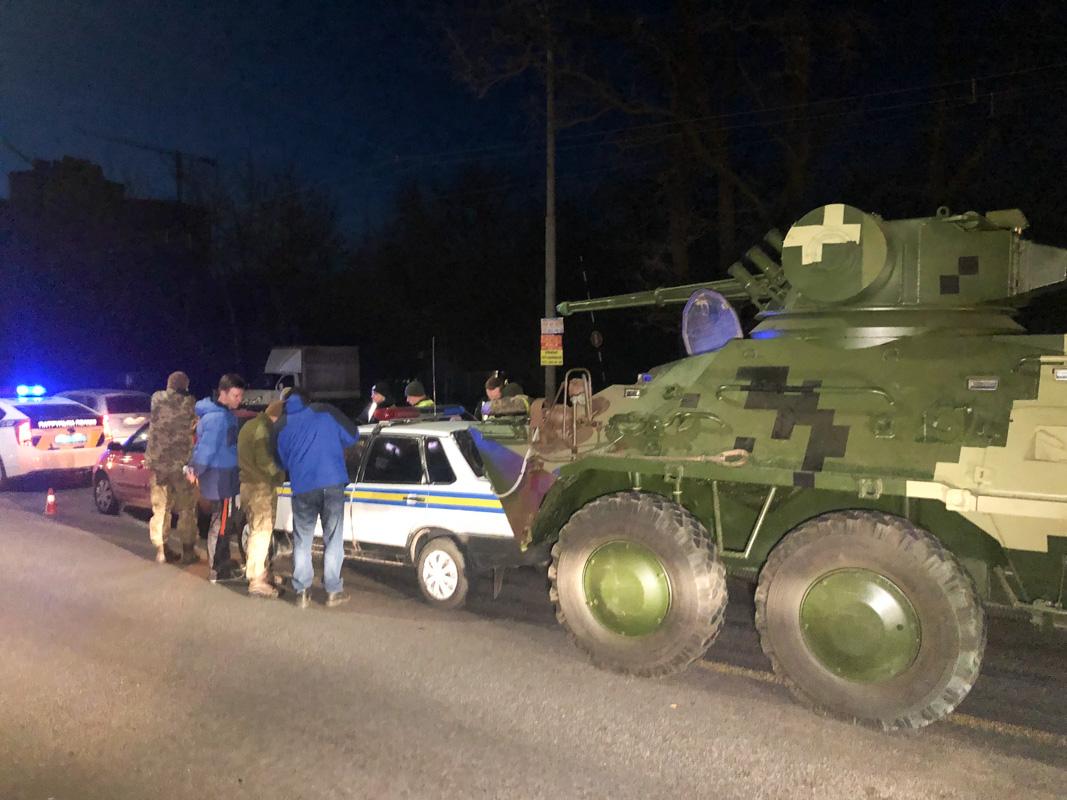 У военного автомобиля отказали тормоза