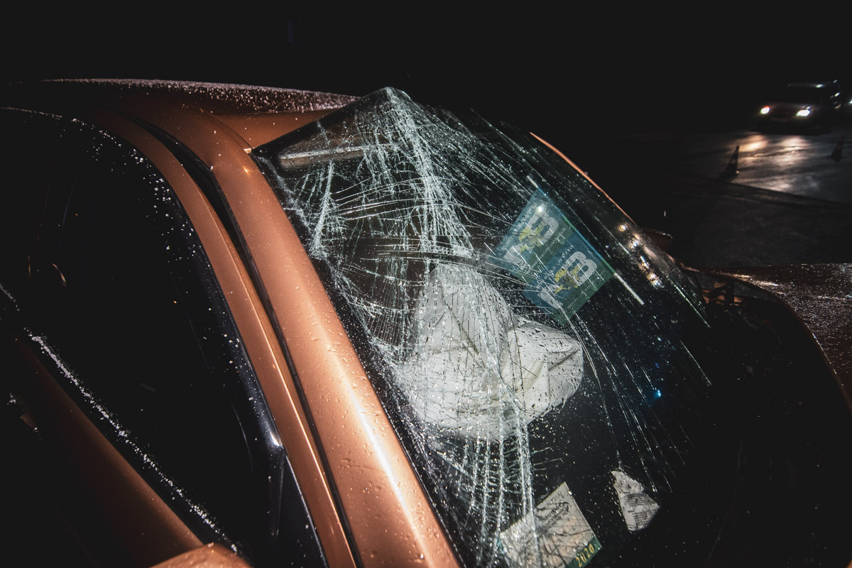 На улице Днепроводской, 1а произошла авария с участием автомобиля Skoda Fabia