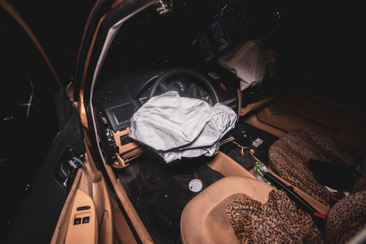 Водитель в состоянии алкогольного опьянения влетел в электроопору возле поворота на Вышгород