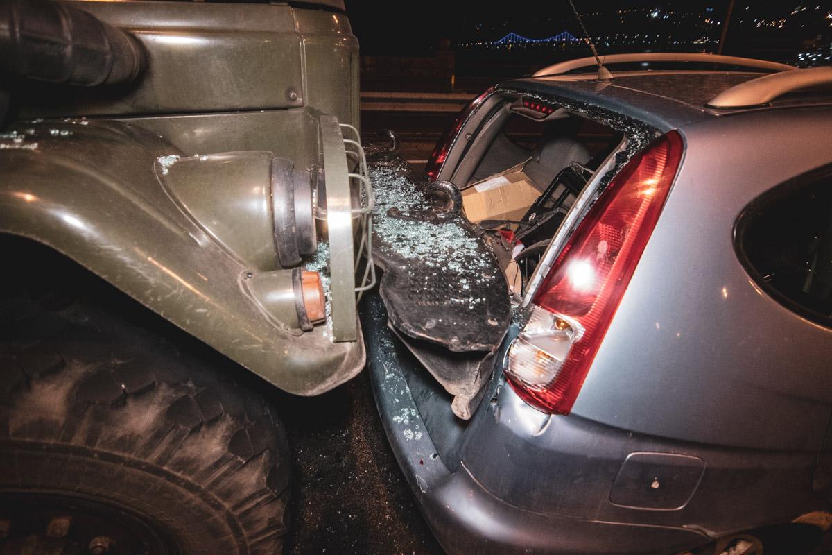 На Гаванском мосту военный грузовик влетел в Chevrolet