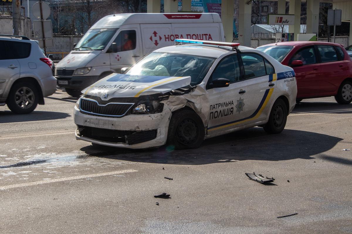 В Киеве на пересечении улиц Луговая и Автозаводская произошла авария с участием авто полиции