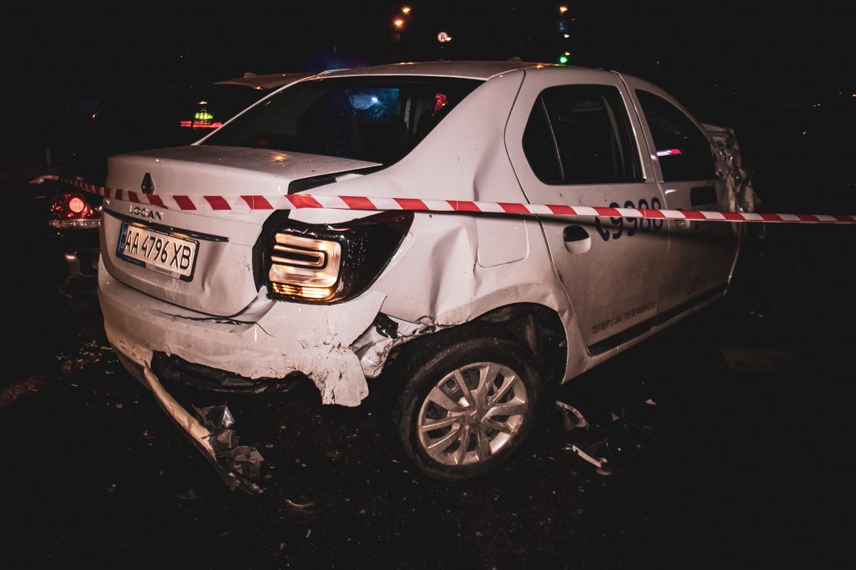 После столкновения сChevroletBMW занесло и он врезался в едущие на встречу автомобилиLada Kalina, Mitsubishi Lancer, Renault Logan иDaewoo Nexia
