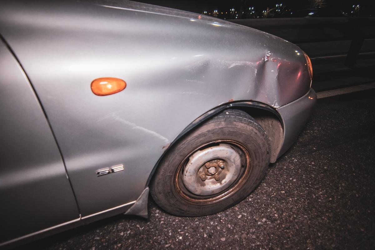 От столкновения с Logan у Lanos остались вмятины в передней части машины