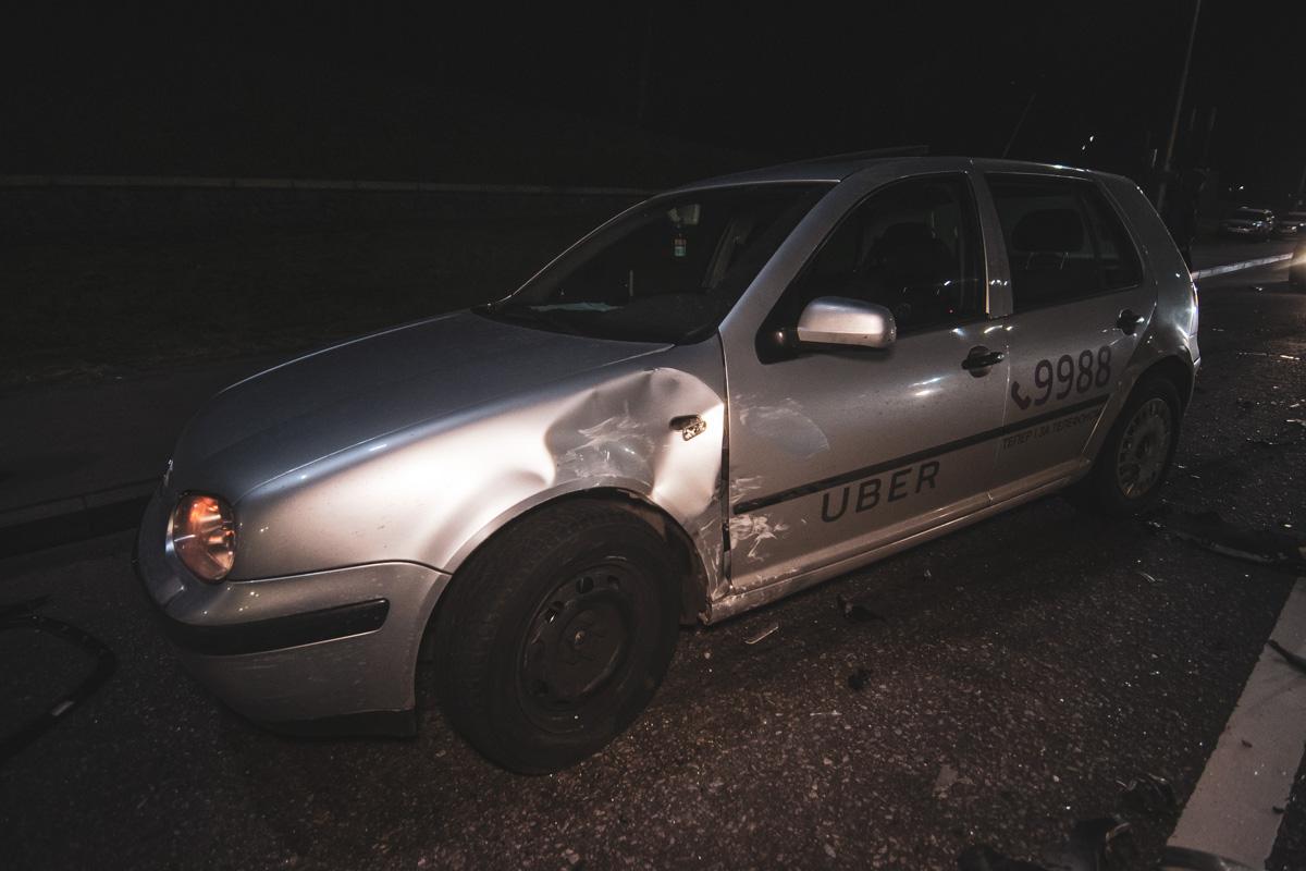 В результате аварии у Volkswagen пострадала боковая сторона