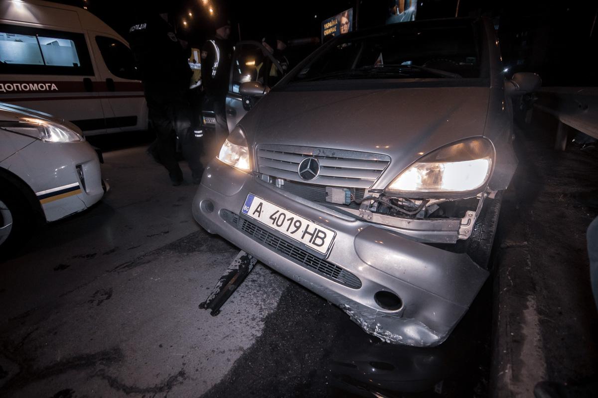 В результате аварии девушку-водителя Mercedes госпитализировали в тяжелом состоянии с травмой спины