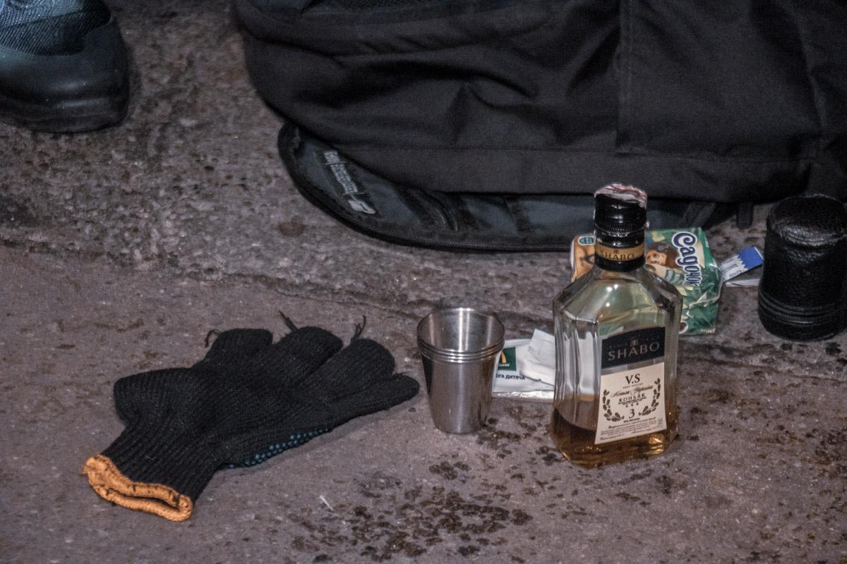 У водителя Toyota обнаружили бутылку коньяка, с остатками спиртного на дне