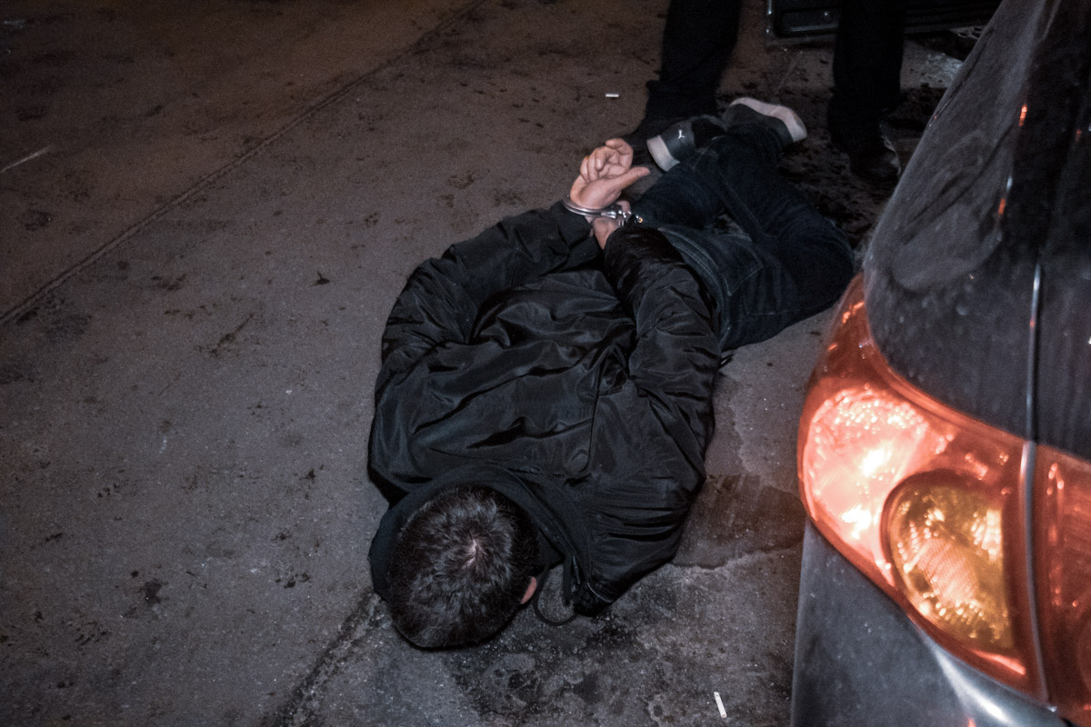 Мужчина пытался уйти от полиции, однако после аварии правоохранители задержали его