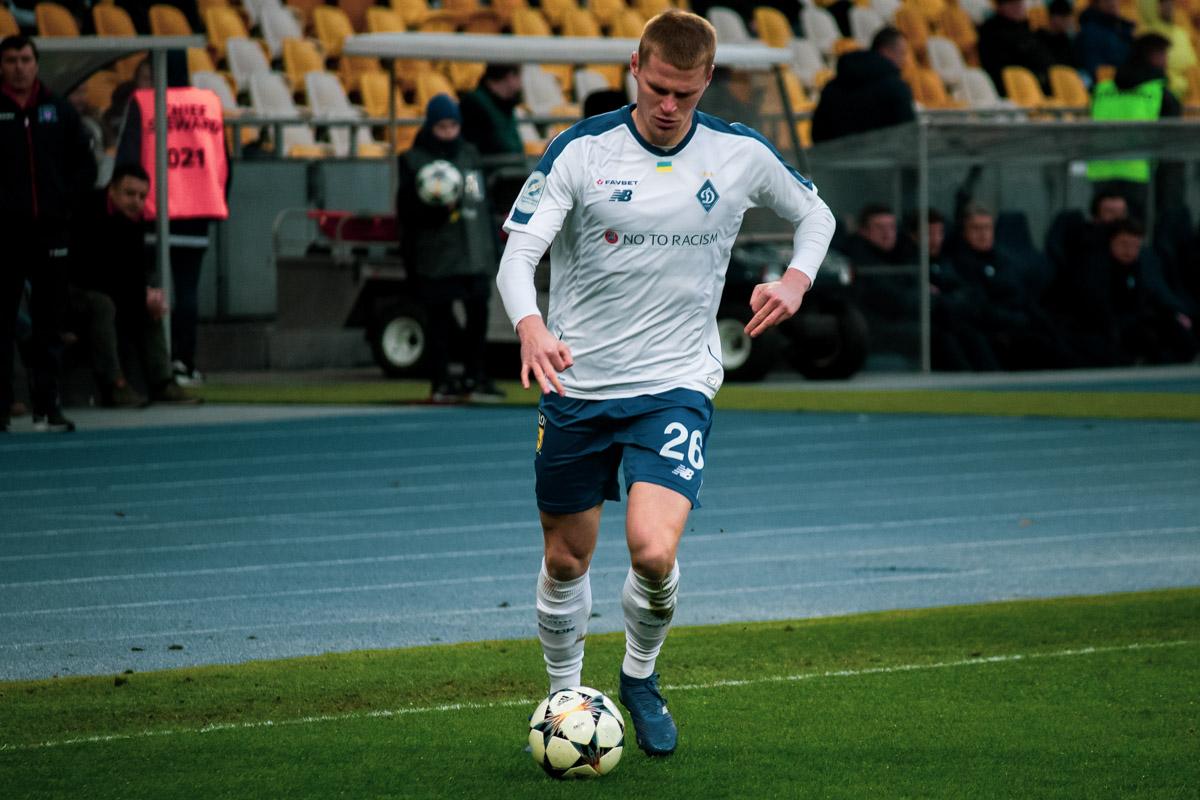 Никита Бурда неожиданно отыграл на правом фланге обороны, заменяя заболевшего Томаша Кендзеру
