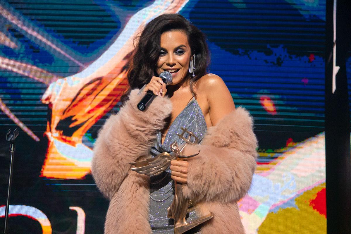 NK получила статуэтку за «Лучший эстрадный хит»