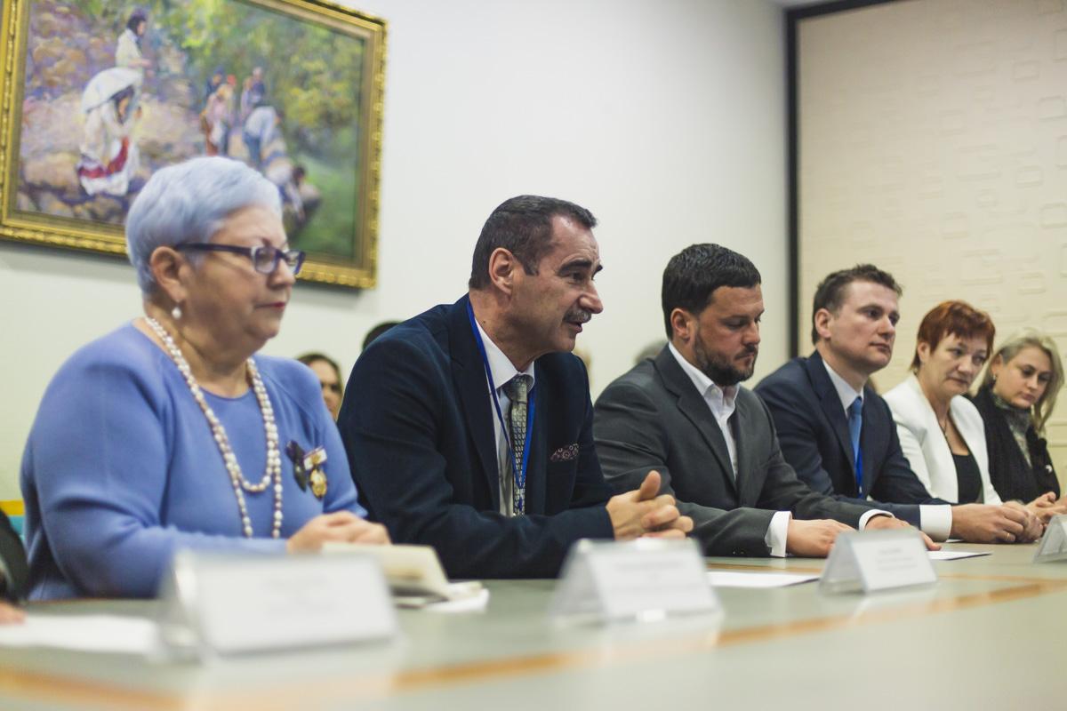 На церемонию подписания приехали представители украинских благотворительных и общественных организаций