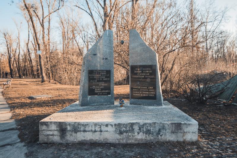 Памятник невинно погибшим людям в Куреневской трагедии