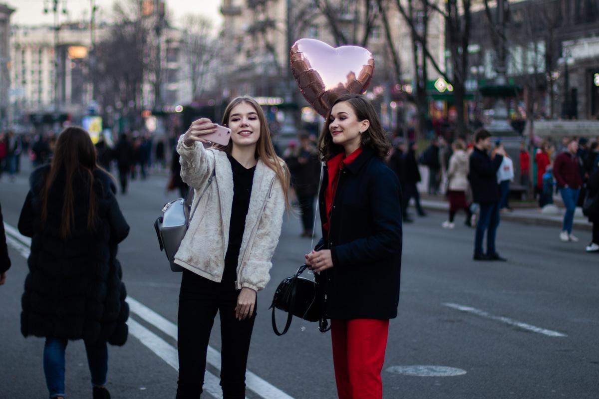 Без selfie никак не обойтись, так еще и шарик такой красивый, розовый