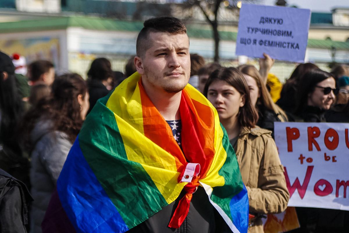 Среди митингующих были представители ЛГБТ-сообщества