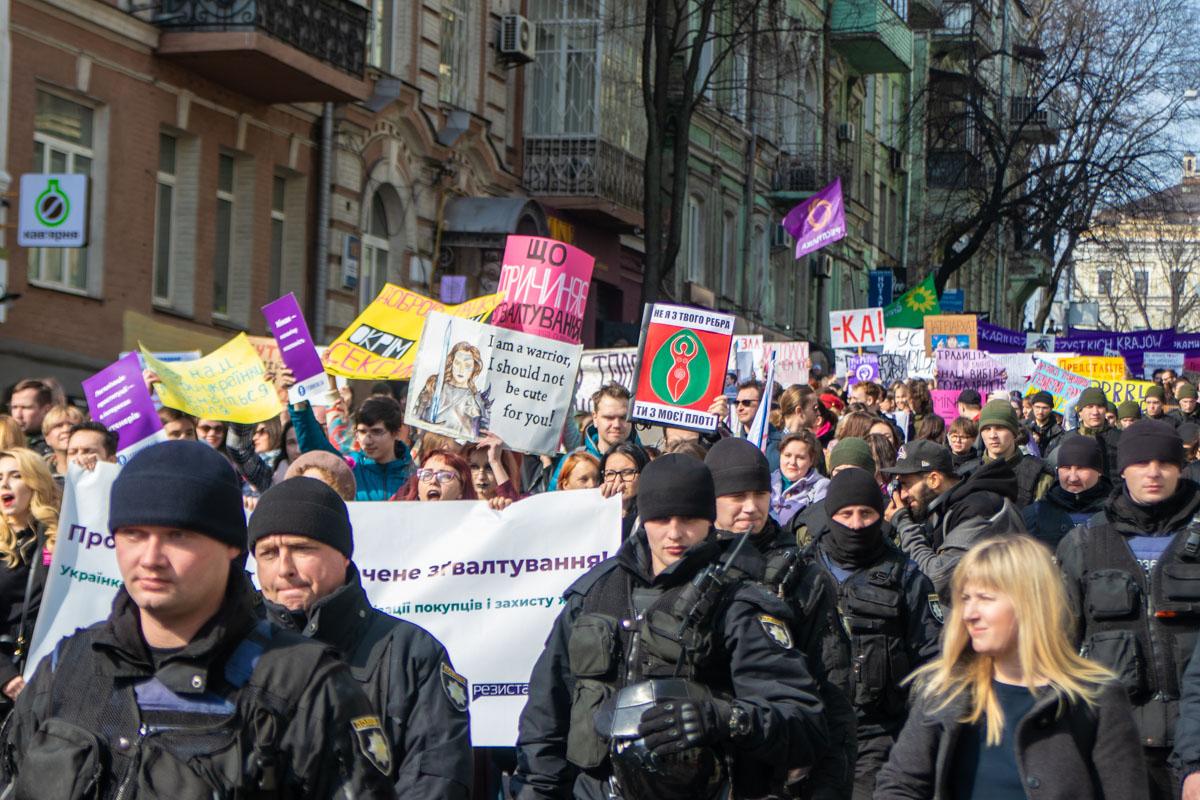 Около тысячи человек прошли от Михайловской к Почтовой площади