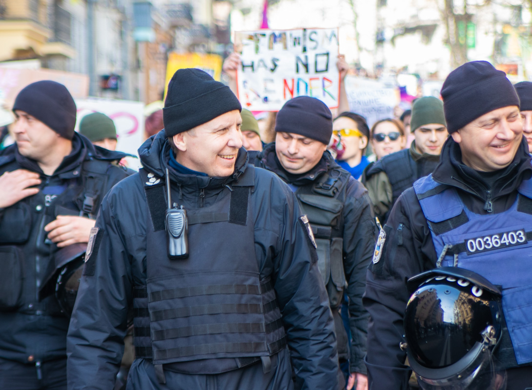 Колонну охраняли отряды полиции