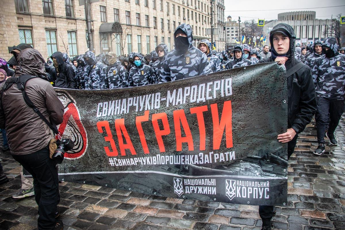 С Майдана националисты выдвинулись в правительственный квартал