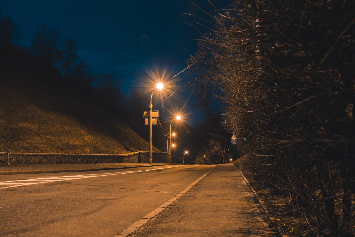 Пустынные дороги так и зовут на ночную прогулку, когда город мирно спит и не тревожит никого суетой