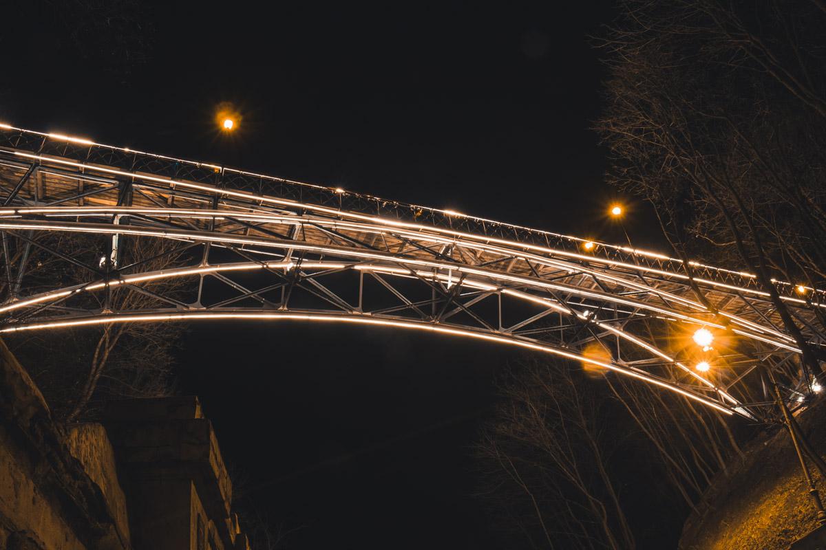 Над Парковой дорогой находится самое романтичное место Киева - мост Влюбленных
