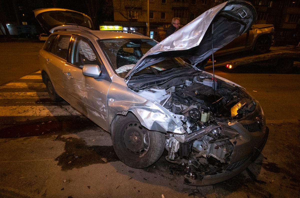 В пятницу, 15 марта, в Днепровском районе Киева произошла авария с участием двух автомобилей