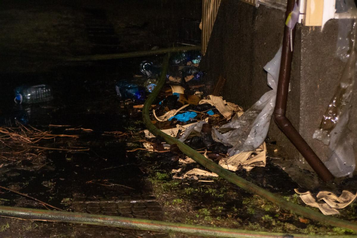По словам хозяйки дома, пожар спровоцировал горящий пластик