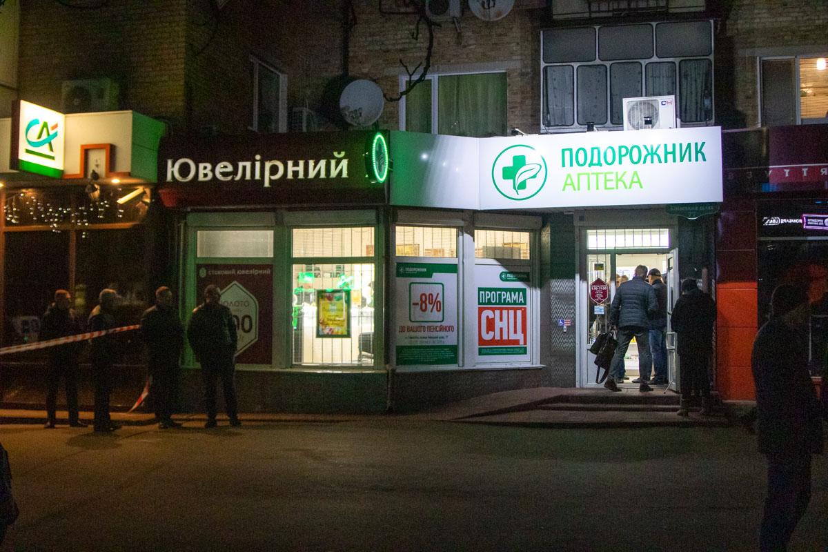В Борисполе под Киевом произошло вооруженное ограбление ювелирного магазина