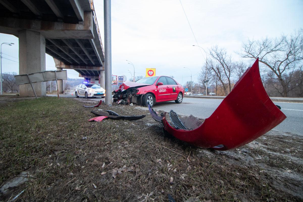 К счастью, ни водитель, ни пассажир такси не пострадали