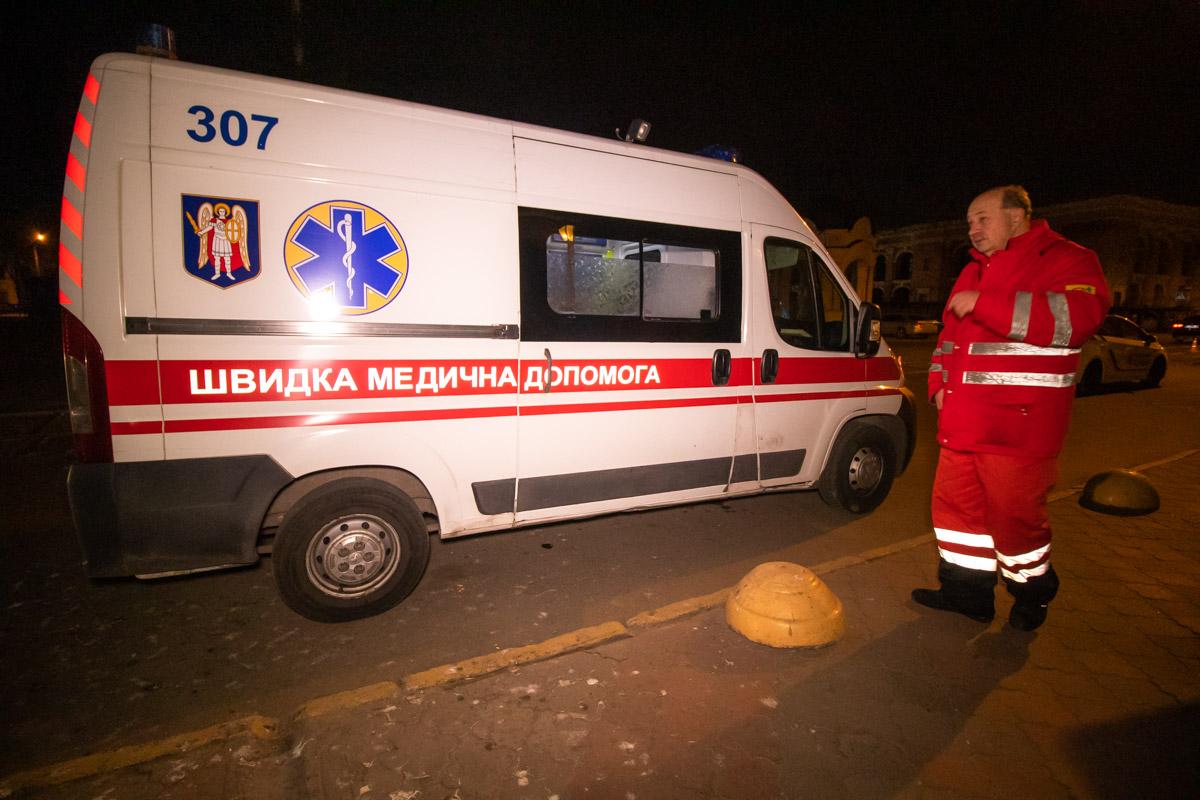 Медики оказали мужчине первую помощь, от госпитализации он отказался
