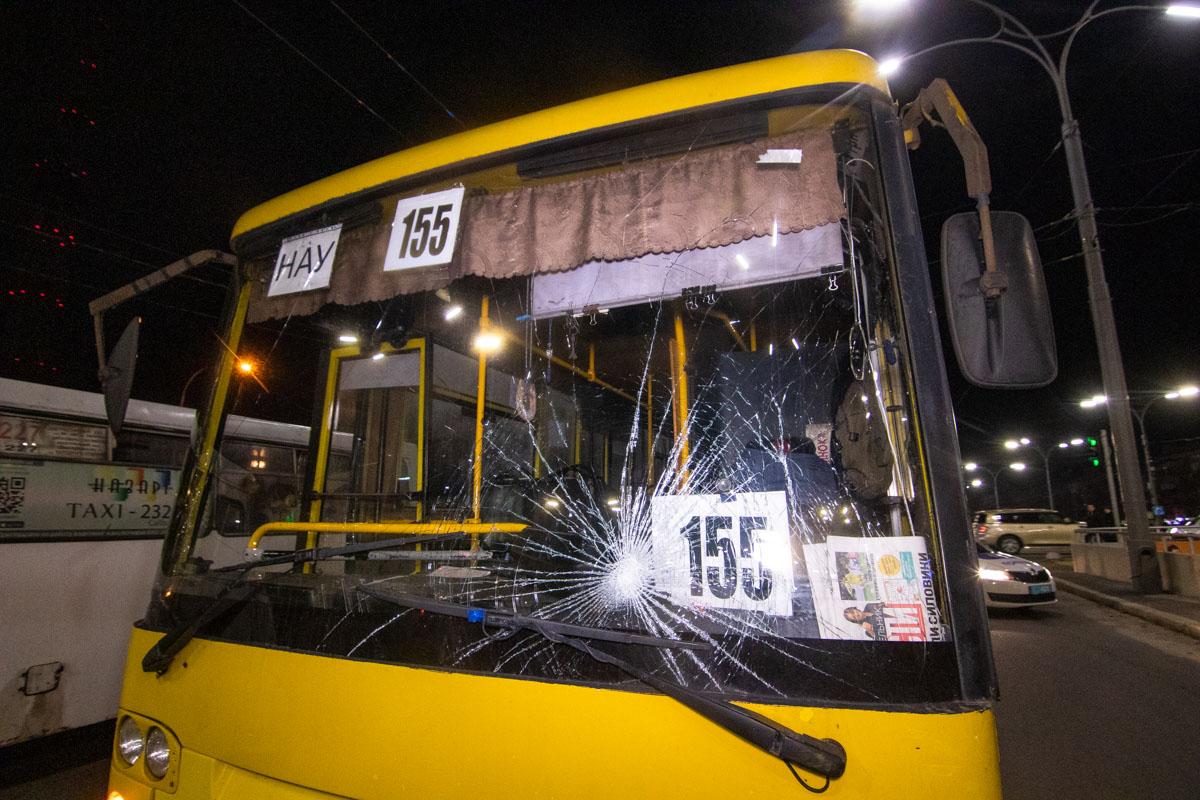 В четверг, 21 марта, в Киеве возле станции «Дорогожичи» произошло ДТП с пострадавшими
