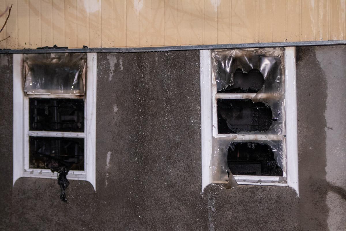 Дом частично обвалился и остался без окон
