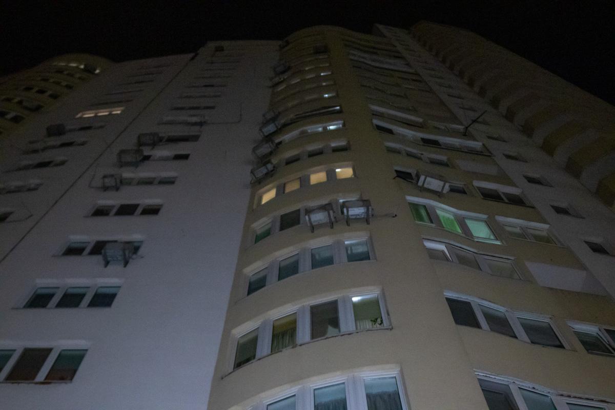 В Дарницком районе Киева мужчина выпал из окна своей квартиры на 21 этаже