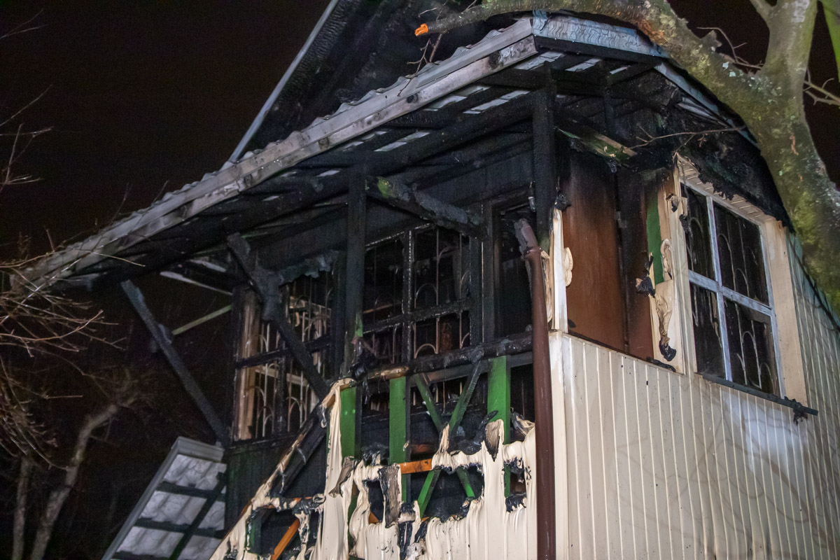Крыша и второй этаж в доме частично выгорел
