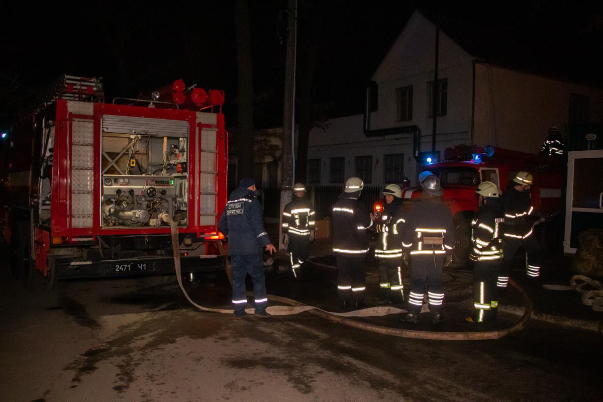 Для тушения огня задействовали 58 человек и 13 единиц техники