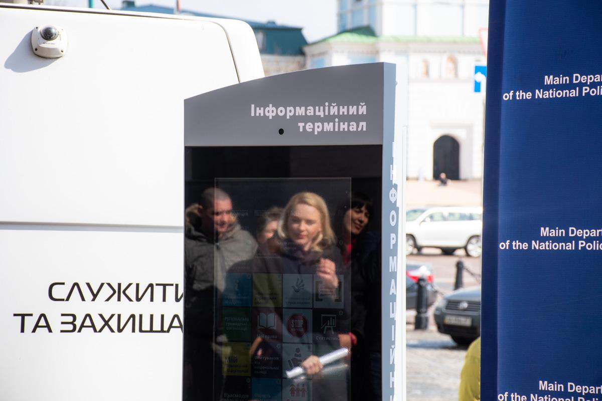 В Киеве появились полицейские терминалы