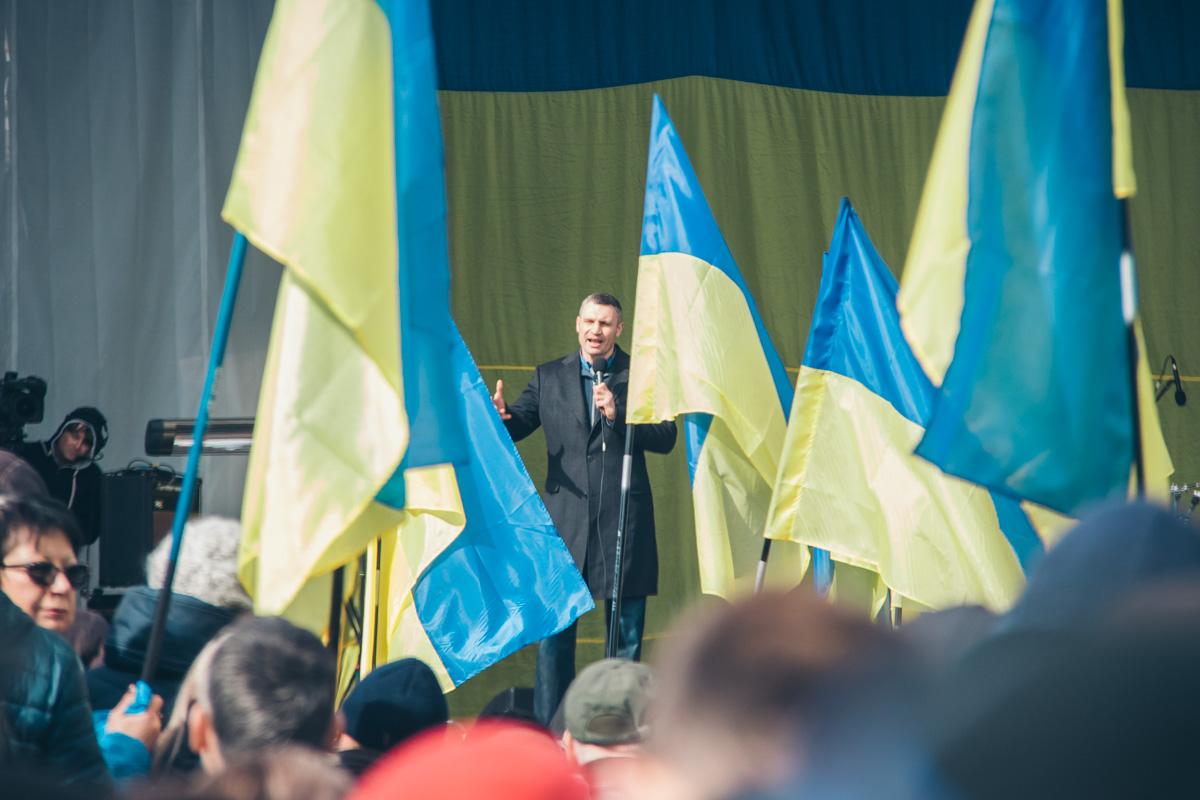 На сцену вышел мэр Киева Виталий Кличко