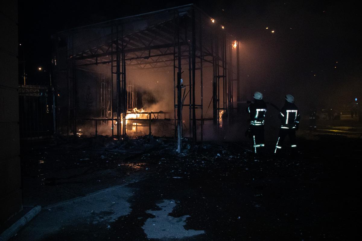 2 наряда пожарных работали над ликвидацией возгорания