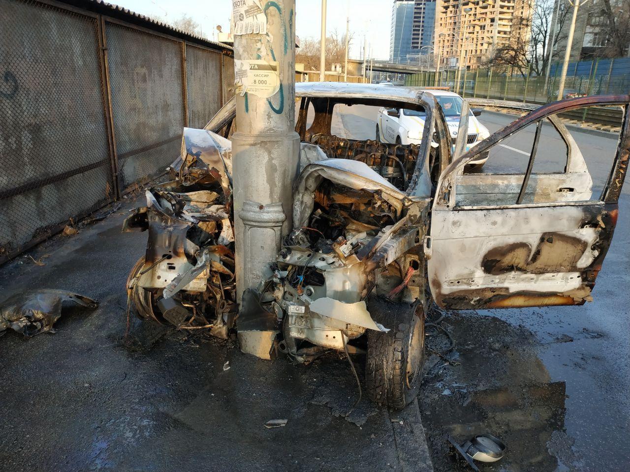 Водитель автомобиляRenault Scenic не справился с управлением и влетел в электроопору